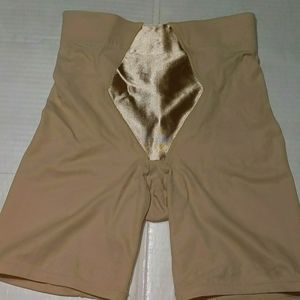 FLEXEES BY MAIDENFORM LADIES SIZE SMALL SHAPEWEAR